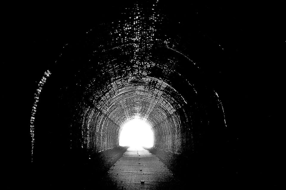 Imagem: Líderes ajudam a enxergar o caminho onde há escuridão